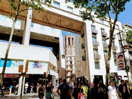 Campanario de la Basílica de Santa María del Pi en Barcelona