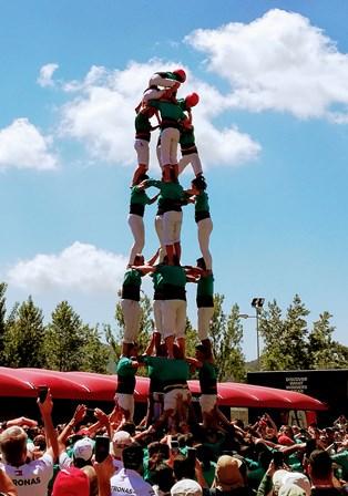 Los Castellers, la torre humana del folkore catalán
