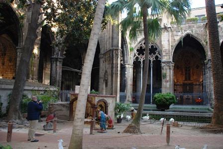 Claustro de la Catedral de Barcelona en el Barrio Gótico