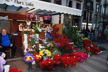 Coloristas puestos de flores en Las Ramblas de Barcelona