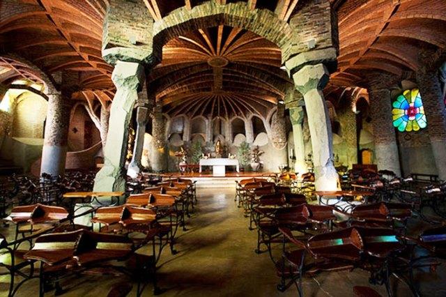 Cripta Güell en la Colonia Güell de Gaudí
