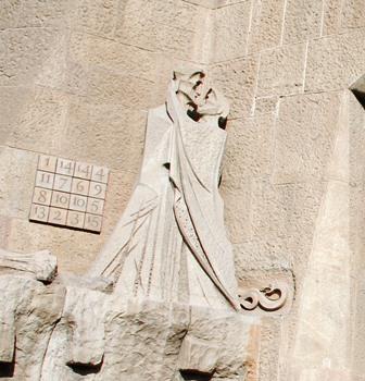 Cuadrado Mágico en la Fachada de la Pasión de la Sagrada Familia