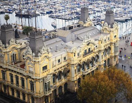 Edificio de la Autoridad Portuaria de Barcelona en el Port Vell