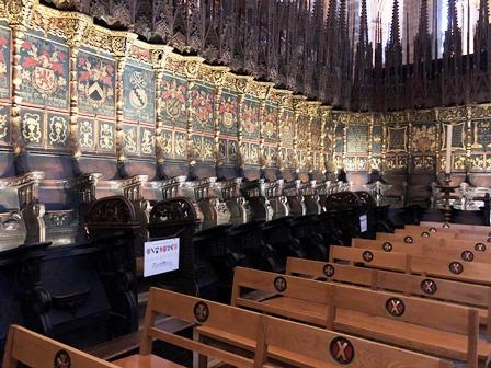 El Coro compuesto por sillería de madera en la Catedral del Barrio Gótico