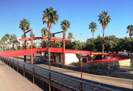 El Puente Rojo para ir del Moll de la Fusta al Paseo de Colón