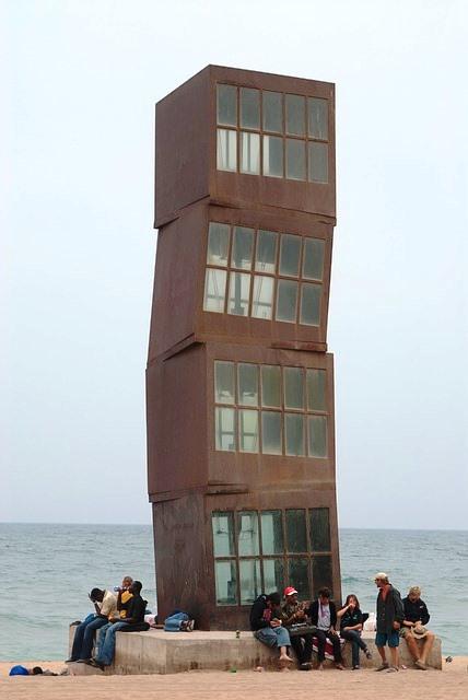 Escultura de La Estrella Herida en la Barceloneta