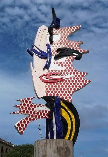 Escultura de la cara de Roy Lichtenstein al finalizar el Paseo de Colón
