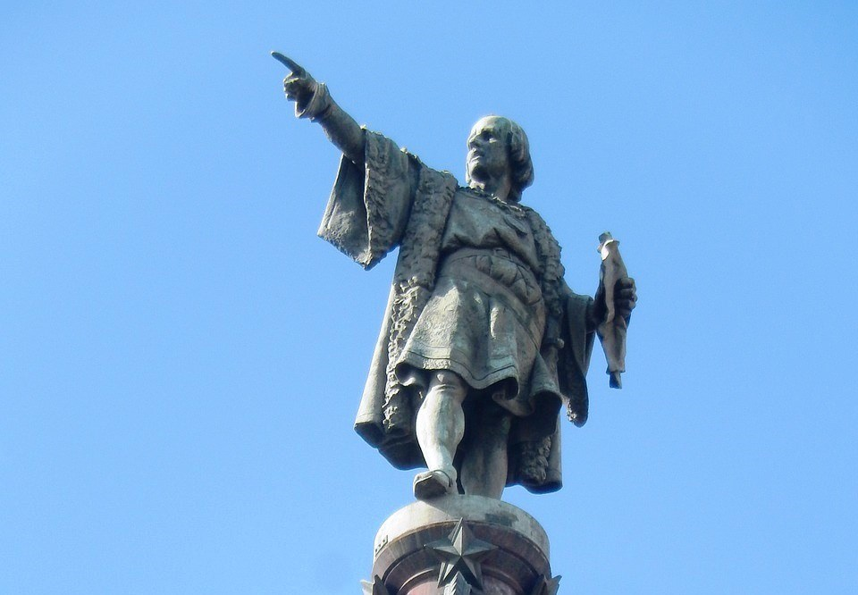Estatua de Colón en el Monumento a Colón en barcelona