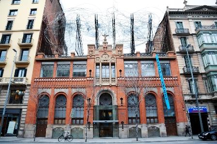 Fachada modernista de la Fundación Antonio Tàpies