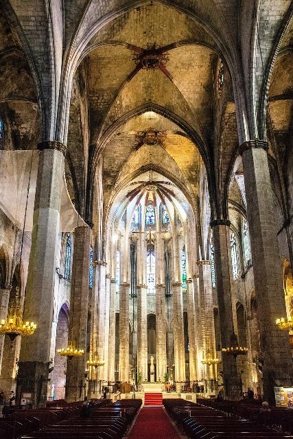 Interior de la Catedral del Mar en Barcelona