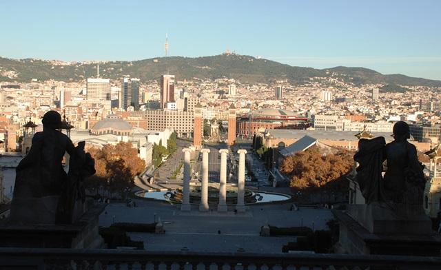 Las 4 columnas que simbolizan la Señera en la Plaza de España de Barcelona