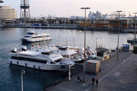 Las Golondrinas, en el embarcadero junto al Mirador de Colón de Barcelona