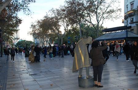 Mimos con disfraces increíbles en las Ramblas de Barcelona