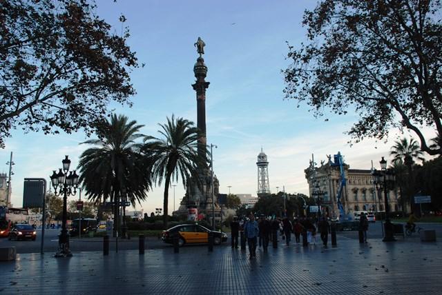 Monumento a Colón al final de las Ramblas y all inicio del Port Vell en Barcelona