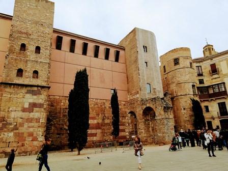 Muralla y acueducto romano en Barcelona