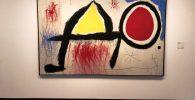 Personaje delante del sol de la Fundación Joan Miró en Barcelona