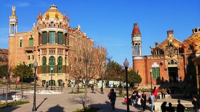 Recinto modernista de Sant Pau por fuera en Barcelona