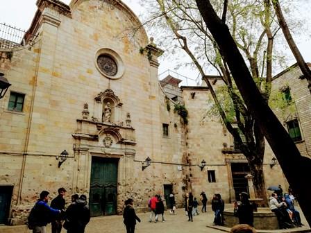 Restos de metralla en las paredes de la Plaza de Sant Felipe Neri de Barcelona