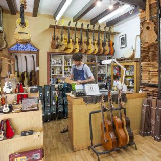 Taller de artesanía en el Poble Espanyol de Barcelona