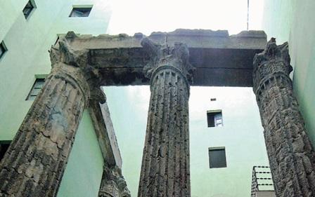 Templo de Augusto en el Centro de Excursionistas del Barrio Gótico de Barcelona