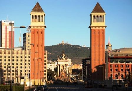 Torres o Campaniles flanqueando la Plaza de España de Barcelona