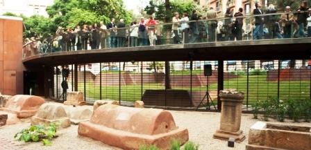 Vía sepulcral romana en Plaza Vila de Madrid (MUHBA)