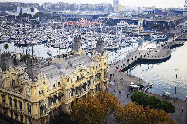 Vistas al Port Vell desde el Mirador de Colón en Barcelona