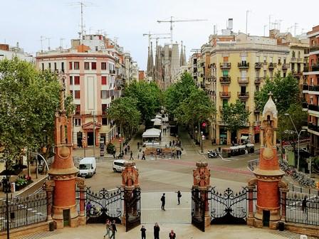 Vistas de la Sagrada Familia desde el Hospital de Sant Pau de Barcelona