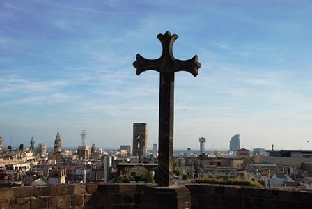 Vistas panorámicas de Barcelona desde la terraza de la Catedral en el Barrio Gótico