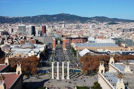 Vistas panorámicas desde la terraza del Museo Nacional de Arte de Catalunya en Barcelona