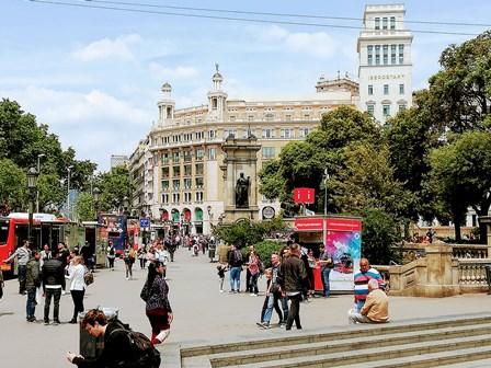 Bus turístico en la Plaza Cataluña