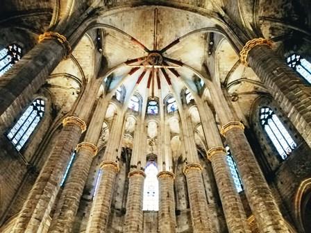Vitrales en la Basílica de Santa María del Mar de Barcelona