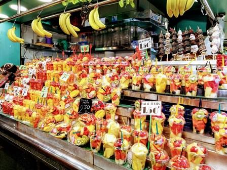 Refrescantes batidos de frutas en el Mercado de la Boquería de Barcelona