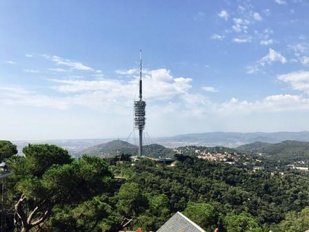 Sierra de Collserola con la torre de telecomunicaciones de Norman Foster