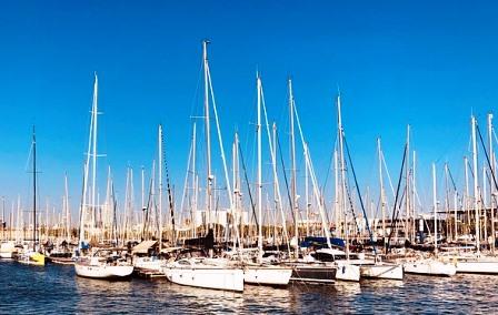 Vistas a los barcos desde la terraza del Museo de Historia de Catalunya