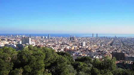 Vistas de Barcelona desde el Calvario del Parque Güell de Gaudí