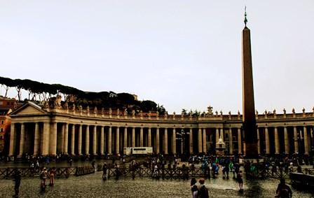 Columnata de la Plaza de San Pedro en el Vaticano