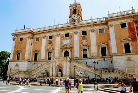 El Ayuntamiento de Roma en el Palazzo Senatorio de la Piazza del Campidoglio