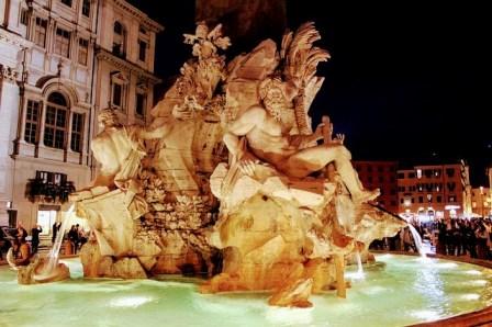 La Fuente de los 4 Ríos en la Piazza Navona de noche