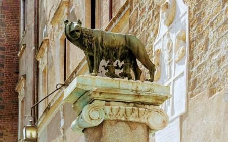 Loba Luperca, con Rómulo y Remo en la Plaza del Campidoglio