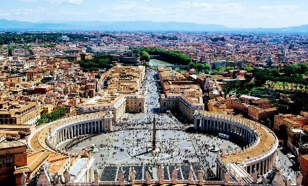 El abrazo de la Plaza San Pedro en Roma