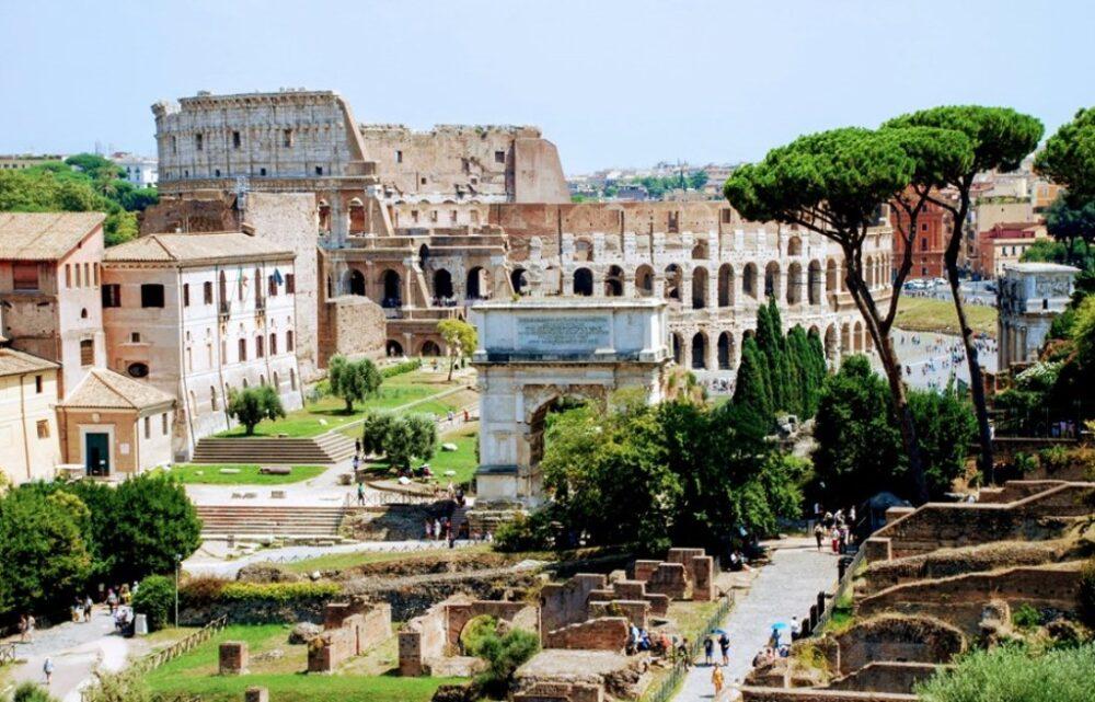 Coliseo y Foro Romano en Roma