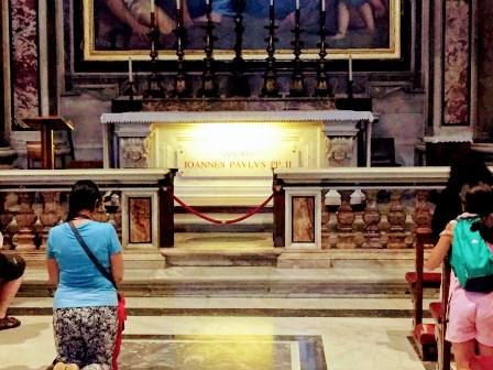 Tumba del Papa Juan Pablo II en el Vaticano
