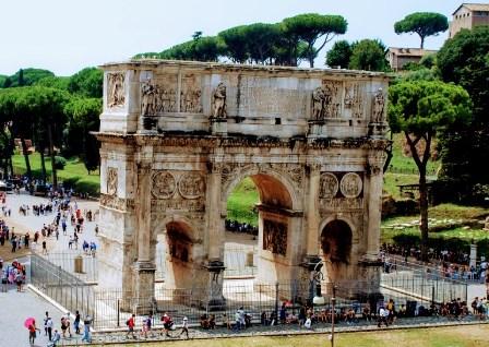 Arco de Constantino, junto al Coliseo