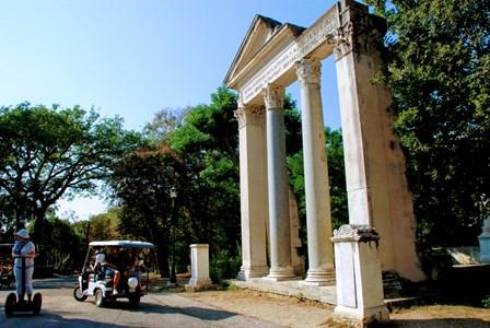 Arco de Septimio Severo en el Parque de Villa Broguese