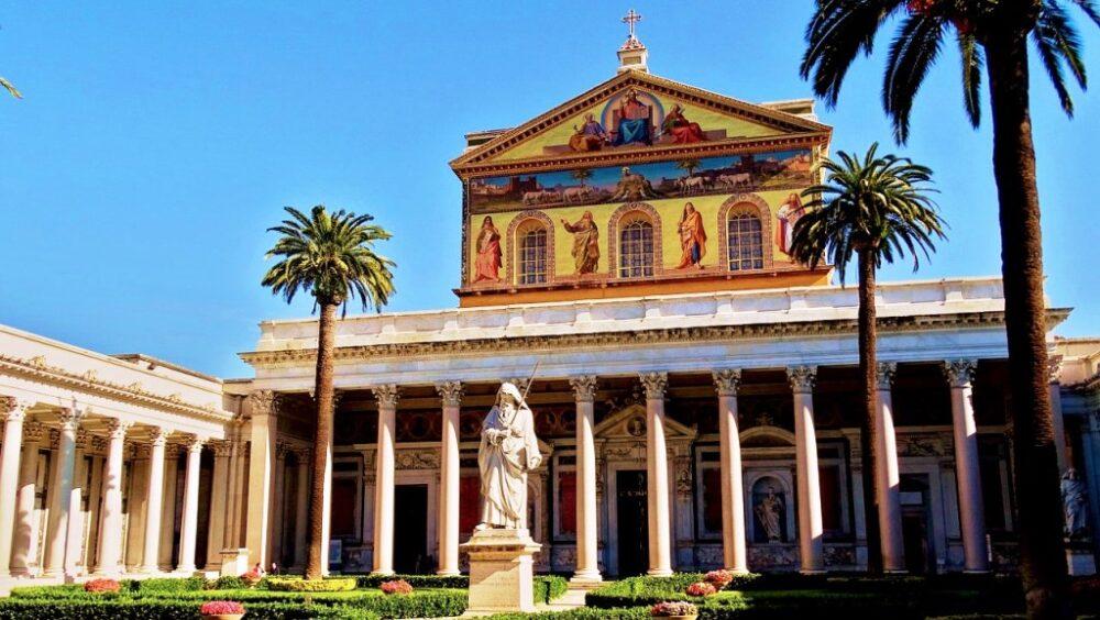 Basilica San Pablo Extramuros En Roma Visitando La Tumba De San