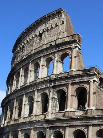 Columnas dóricas, jónicas y corintias del Coliseo de Roma
