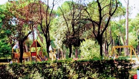 Columpios en el Parque de Villa Borghese