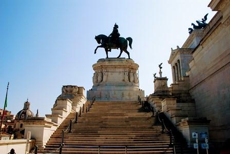 Enorme figura ecuestre de Vittorio Enmanuel II