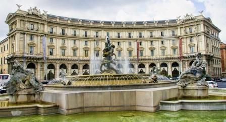 Fuente de las Náyades en la Plaza de la República en Roma
